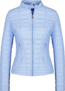 Niebieska kurtka Guess Jeans krótka w stylu casual