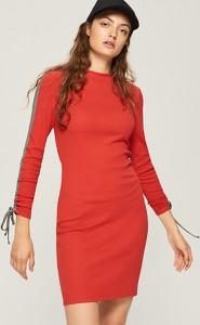 Czerwona sukienka Sinsay w stylu casual z okrągłym dekoltem mini