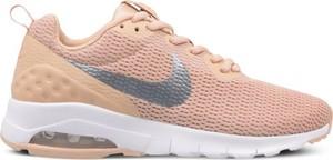 Brązowe buty sportowe Nike na koturnie w sportowym stylu