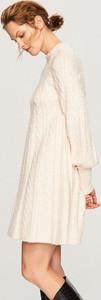 Sukienka Reserved z okrągłym dekoltem z dzianiny z długim rękawem