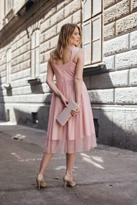 Różowa sukienka Maravilla Boutique midi z tiulu