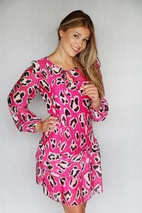 Sukienka Endoftheday z żabotem w stylu casual z jedwabiu