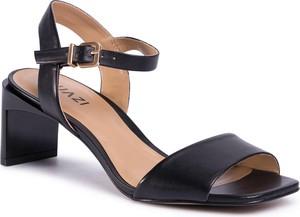 Czarne sandały Quazi na obcasie na średnim obcasie z klamrami