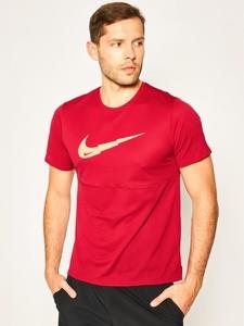 Czerwony t-shirt Nike z nadrukiem z krótkim rękawem