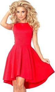 Czerwona sukienka NUMOCO z dekoltem w łódkę rozkloszowana midi