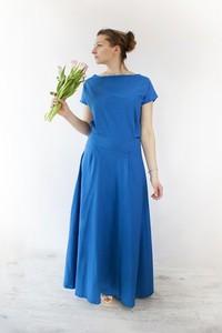 Niebieska sukienka Meleksima z krótkim rękawem