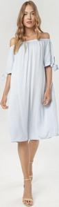Niebieska sukienka born2be z długim rękawem w stylu casual midi
