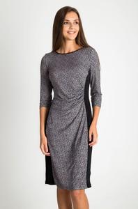 Sukienka QUIOSQUE w stylu casual z długim rękawem prosta