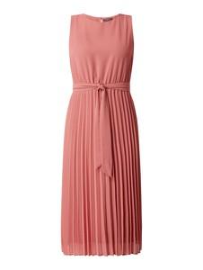 Różowa sukienka Montego z okrągłym dekoltem z szyfonu bez rękawów