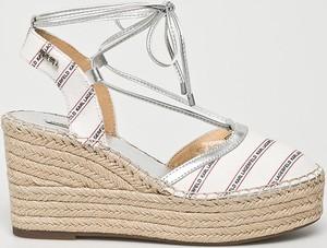 Sandały Karl Lagerfeld na platformie ze skóry