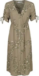 76bd6c67af1f6a Sukienka NA-KD midi z krótkim rękawem z dekoltem w kształcie litery v