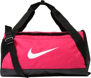 Różowa torba sportowa Nike w sportowym stylu