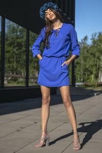 Sukienka TAGLESS z żabotem w stylu casual trapezowa