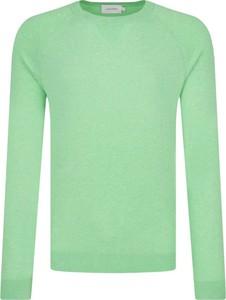 Sweter Calvin Klein z jedwabiu w stylu casual