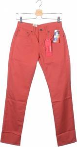 Różowe jeansy Levis