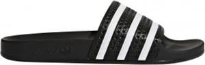 Czarne klapki Adidas z płaską podeszwą