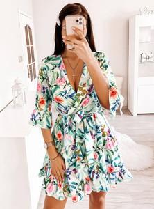 Sukienka Pakuten z długim rękawem z dekoltem w kształcie litery v w stylu casual