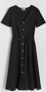 Czarna sukienka Reserved z krótkim rękawem z dekoltem w kształcie litery v w stylu casual