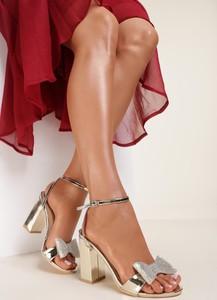 Sandały Renee z klamrami na obcasie