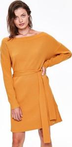 Żółta sukienka Top Secret w stylu casual z dzianiny