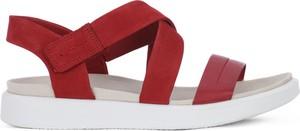 Czerwone sandały Ecco z płaską podeszwą