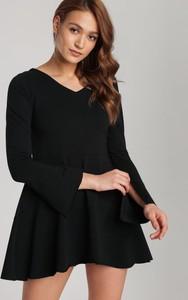 Czarna tunika Renee z długim rękawem w stylu casual