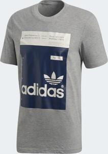 T-shirt Adidas z bawełny w sportowym stylu z krótkim rękawem