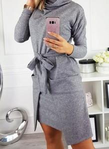 Sukienka Cikelly z golfem w stylu casual z długim rękawem