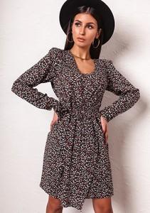Sukienka Latika z długim rękawem w stylu casual mini