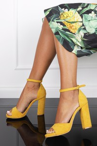 Żółte sandały Casu