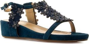 Sandały Alma en Pena w stylu klasycznym