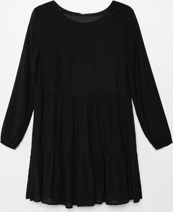 Czarna sukienka Cropp mini z długim rękawem z okrągłym dekoltem