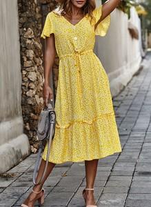 Żółta sukienka Cikelly z krótkim rękawem w stylu casual z dekoltem w kształcie litery v