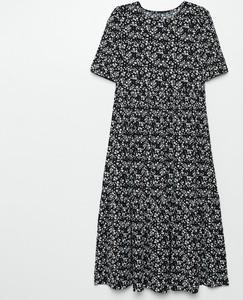 Sukienka Cropp midi z okrągłym dekoltem z krótkim rękawem