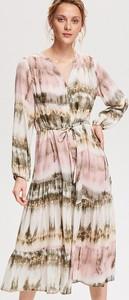 Sukienka Reserved z długim rękawem midi w stylu casual