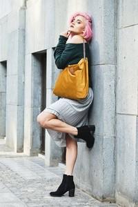 Żółta torebka Militu ze skóry ekologicznej w stylu casual