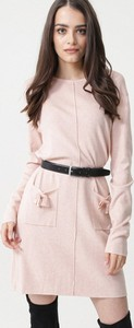 Różowa sukienka born2be z długim rękawem z okrągłym dekoltem mini