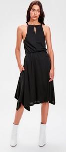 Sukienka Trendyol bez rękawów z dekoltem halter