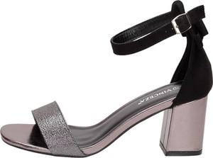 Sandały Suzana z klamrami na słupku