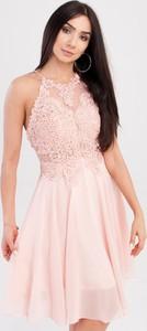Różowa sukienka Butik Ecru bez rękawów rozkloszowana