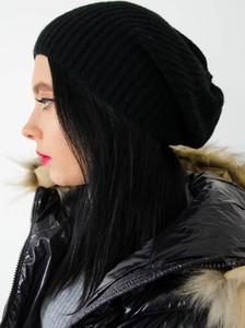 Czarna czapka Olika