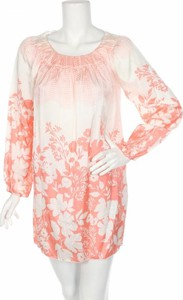 Różowa sukienka People z długim rękawem z okrągłym dekoltem