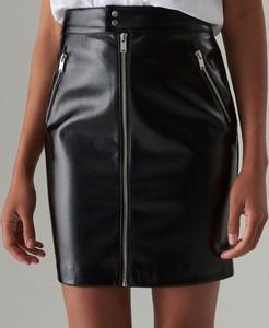 Czarna spódnica Mohito mini ze skóry ekologicznej w rockowym stylu