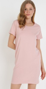 Różowa sukienka born2be mini prosta z okrągłym dekoltem