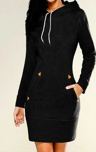 Czarna sukienka Sandbella dopasowana mini z długim rękawem
