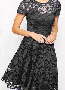 Czarna sukienka Kendallme mini z okrągłym dekoltem z krótkim rękawem