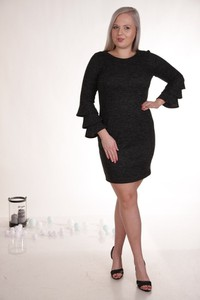 Czarna sukienka Fokus z długim rękawem dla puszystych z dzianiny