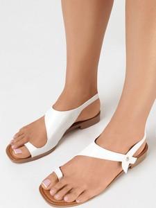 Sandały born2be z płaską podeszwą ze skóry z klamrami