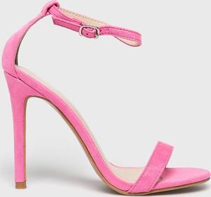 fe06a38c różowe sandały zara - stylowo i modnie z Allani