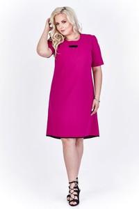 Różowa sukienka Fokus z krótkim rękawem w stylu casual dopasowana